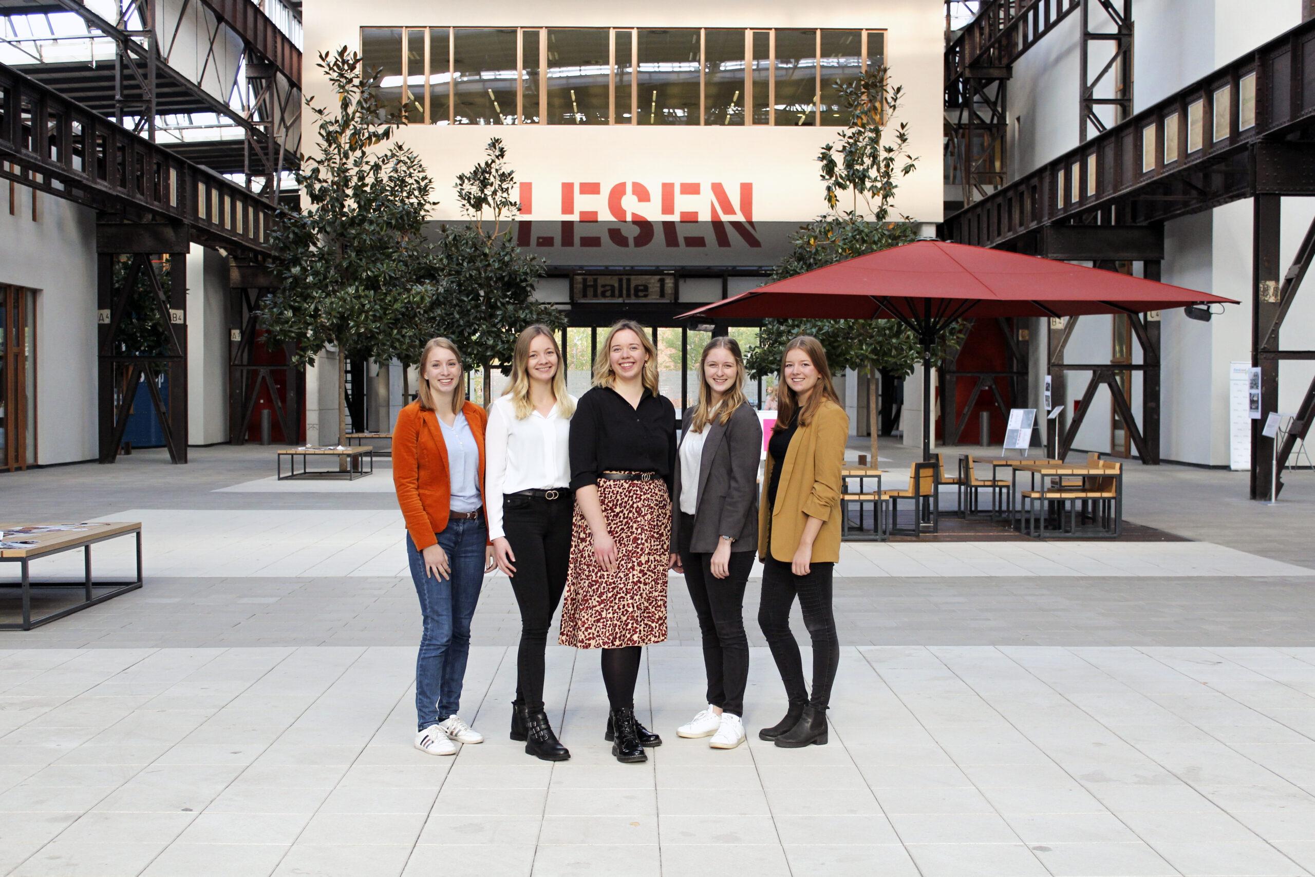 (v.l) Sara Gust (ehm. Finanzvorständin), Christin Markus (2. stellv. Vorsitzende), Thea Bühner (Vorsitzende), Wiebke Neyrat (3. stellv. Vorsitzende) und Louisa Windbrake (stellv. Vorsitzende)